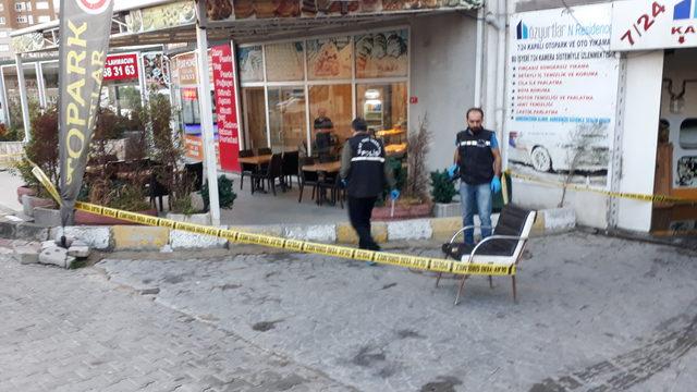Esenyurt'ta börekçi önünde silahlı kavga: 1'i ağır 3 yaralı