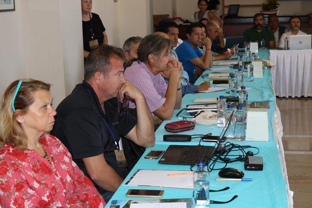 Küçük ölçekli balıkçılık Foça'da masaya yatırıldı
