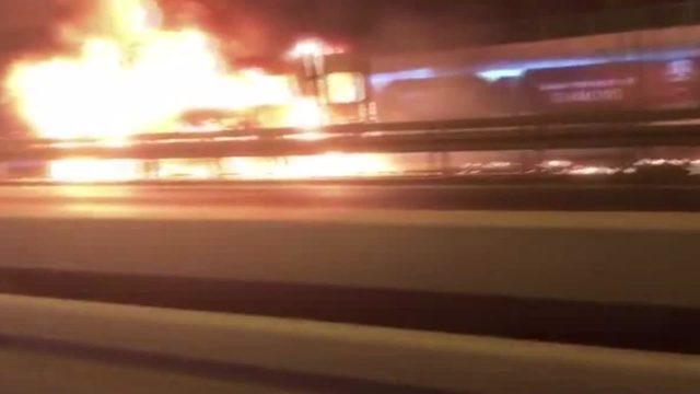 D-100'de minibüs alev alev yandı (1)