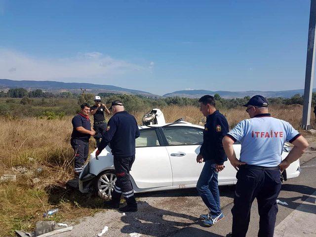 Kamyon kırmızı ışıkta bekleyen otomobile çarptı; 2 uzman çavuş yaralı