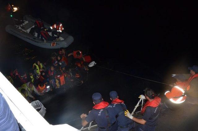 Çanakkale'de lastik botta 44 kaçak yakalandı