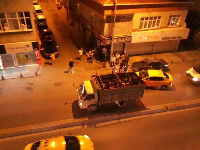 Bağcılar'da kamyon kasasında 42 kaçak yakalandı