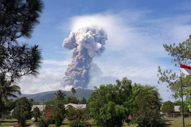 Sulawesi-volcano-733829