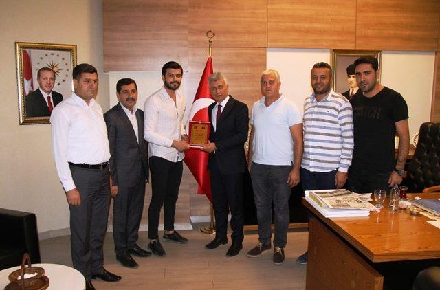 Cizreli esnaflardan Kaymakam ve Belediye Başkanı Arıcan'a teşekkür ziyareti