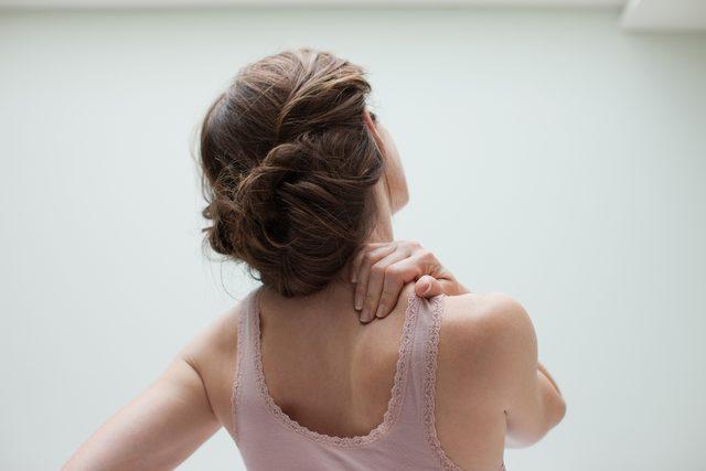 Omuz sıkışma sendromu nedir Belirtileri neler