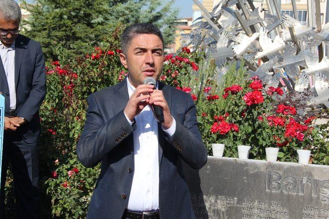 10 Ekim 2015 tarihinde Ankara'da hayatın kaybedenler anıldı