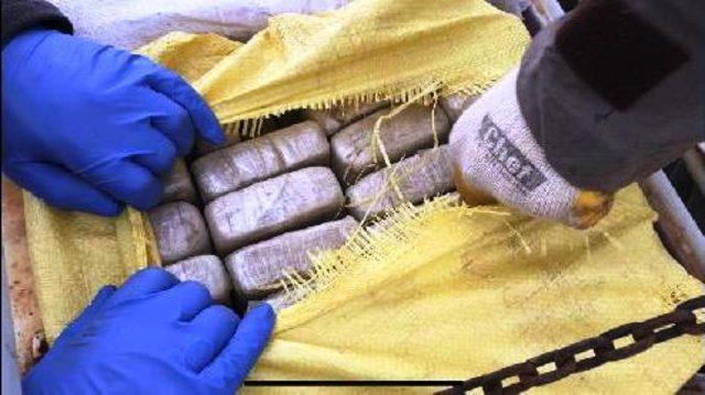 Van'da kamyon zulasında 132 kilo eroin ele geçirildi