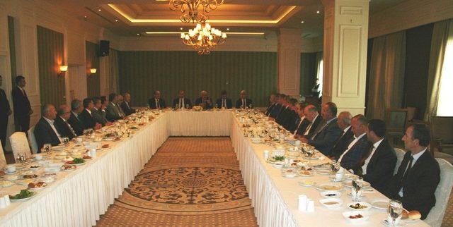 Vali Zorluoğlu, oda başkanlarıyla bir araya geldi
