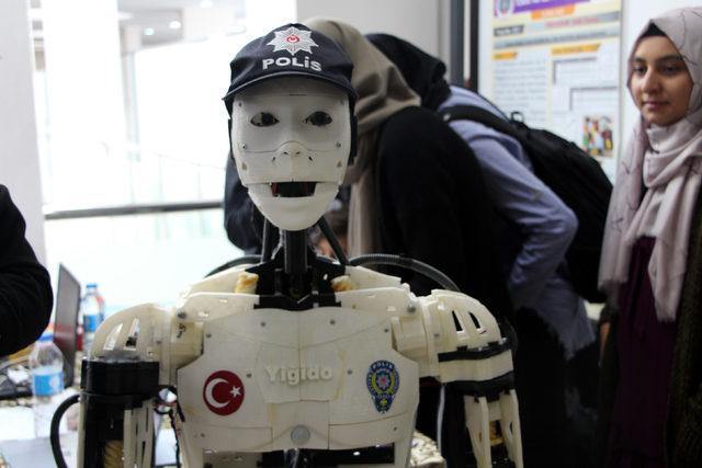 İnsansı polis robot 'Yiğido' ilgi odağı oldu