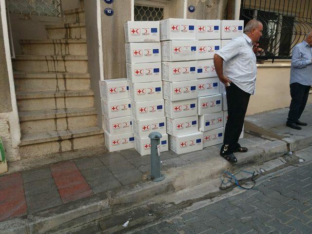 İzmir'de yardım kolisi tartışması