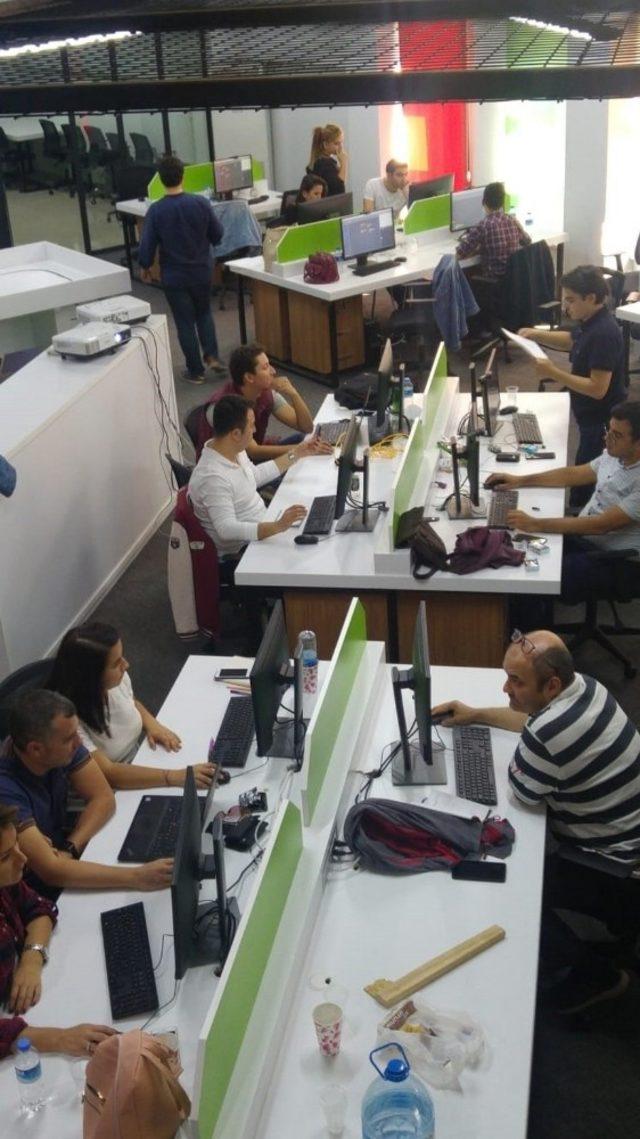 Belediye personeline kodlama ve robotik eğitimi