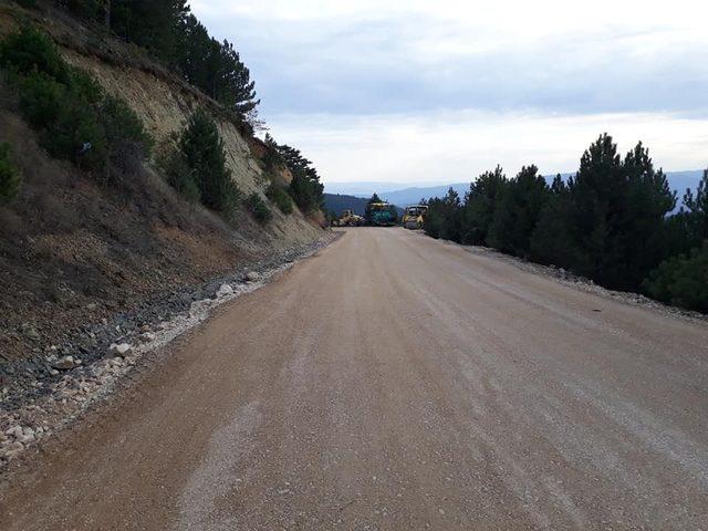Çobanlar Grup yoluna sıcak asfalt