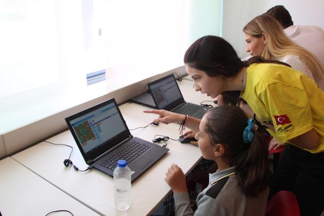 Kız çocukları için robotik atölyesi düzenlediler