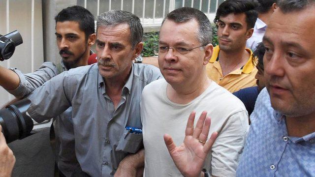 Brunson'ın tutukluluğu Temmuz ayındaki duruşmada ev hapsine çevrilmişti
