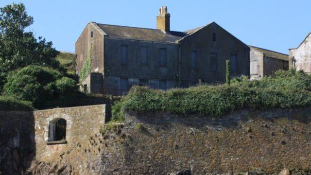 Tarihi ada 7,8 milyon dolara satışa çıkarıldı