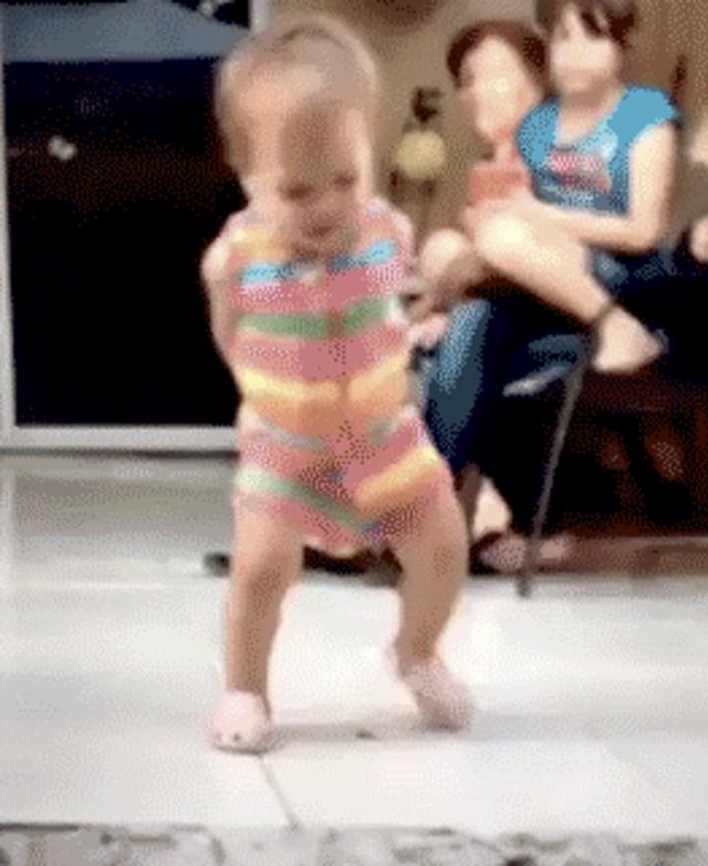 Смешные гифки танцующие