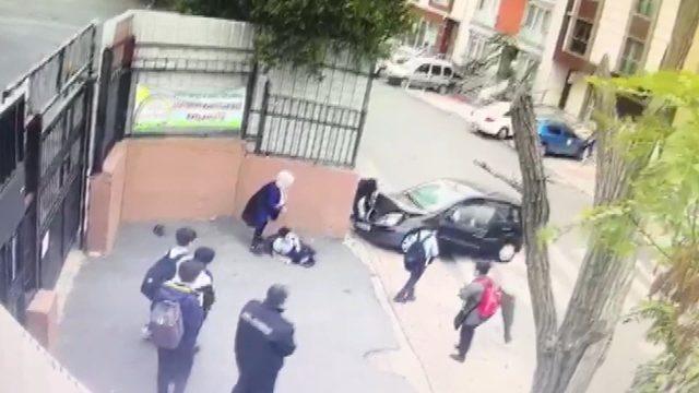 Ataşehir'de feci kaza kamerada: Öğretmen öğrencilerin arasına daldı (3)