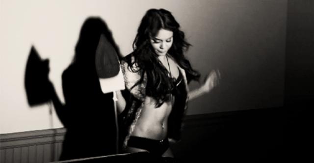 Девочки, гифка девушки танцуют