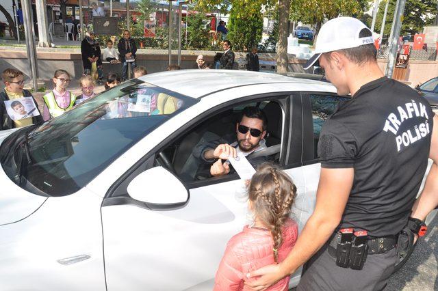 Öğrenciler polis oldu, emniyet kemeri kontrolü yaptı