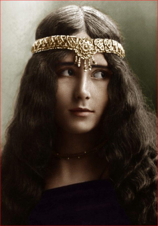 Geçen Yüzyılın En Güzel Kadınlarının 100 Yıllık Fotoğrafları