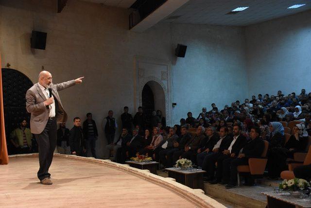 Yazar Abdurrahman Dilipak Nusaybin'de konferans verdi