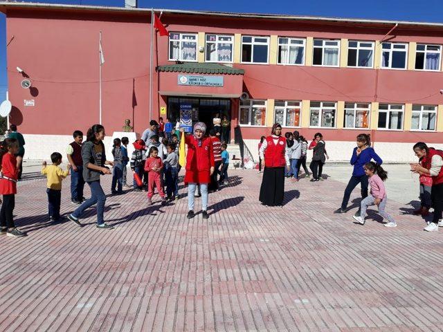 Gençlik merkezinden köy okuluna ziyaret