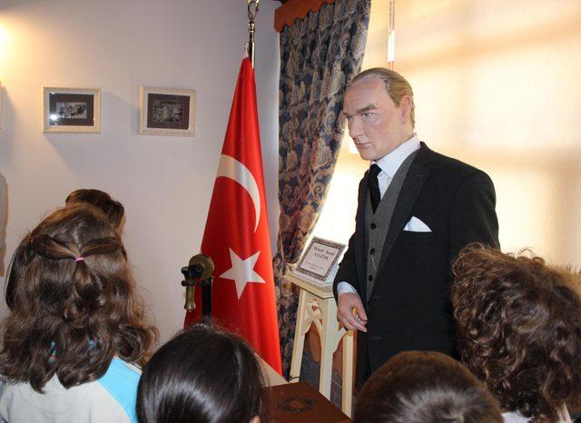 10 Kasım öncesi Ata Anı Evi'ne ziyaretçi akını