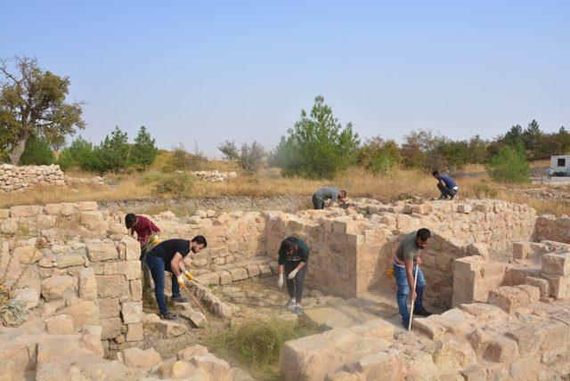 Mardin Kalesin'de arkeolojik kazılar sürüyor