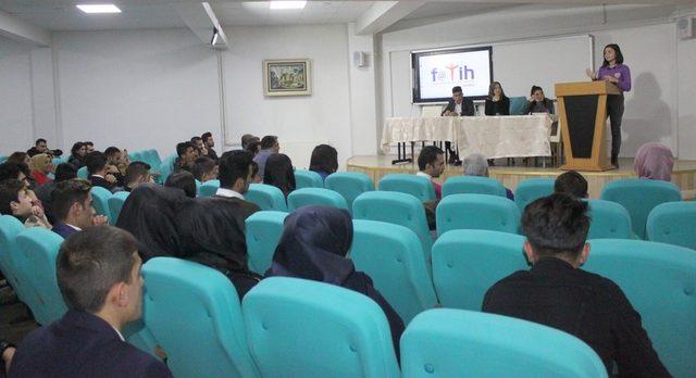 Vanlı öğrenciler meclis başkanını seçti