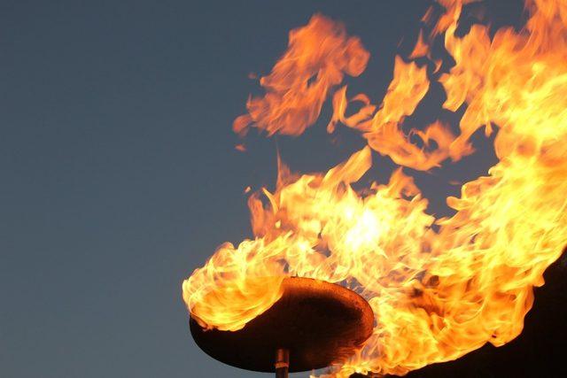 Kepsut'ta doğalgaz meşalesi yakıldı