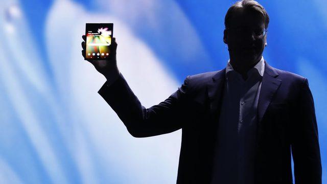 Samsung'un mobil telefon bölümümün başkan yardımcılarından Justin Denison tarafından tanıtılan telefonun diyagonal büyüklüğü 7.3 inçe (18.5 santimetre) ulaşıyor.