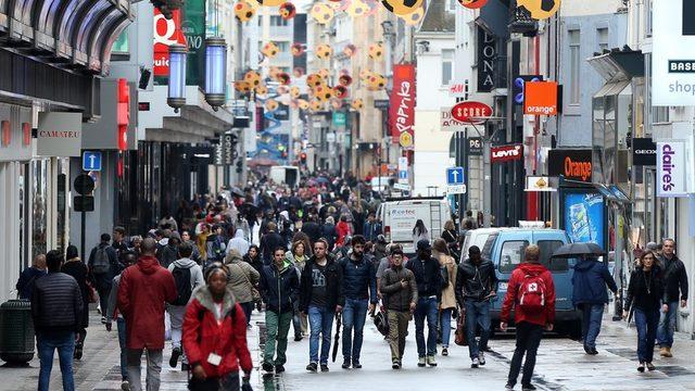 Belçika'da ortalama aylık 1716 Euro. Toplumun beşte biri 1000 ila 1500 Euro ile geçiniyor.