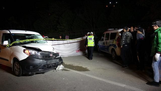 Hafif ticari araç ile çarpışan motosikletteki 2 kişi öldü, 1 kişi yaralandı