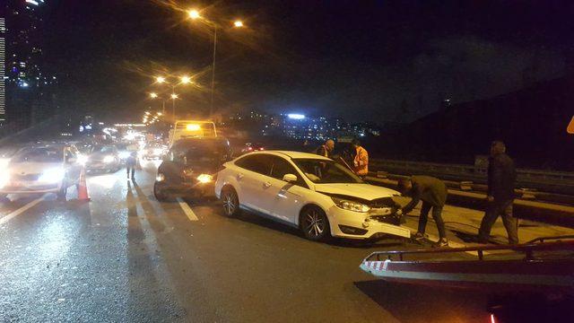 TEM'de kaza: 3 araç birbirine girdi 1 yaralı
