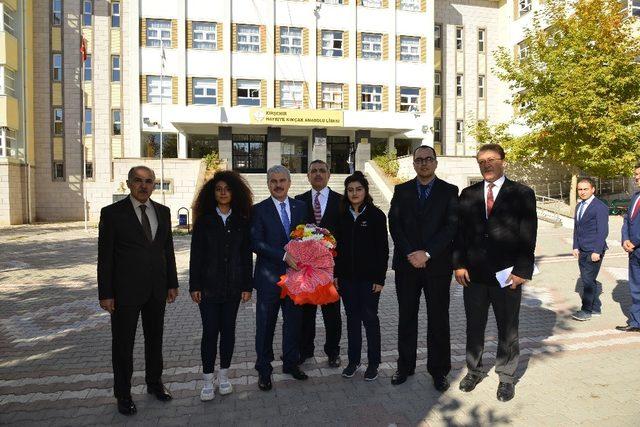 Vali Akın, devlet okullarını ziyaret ederek inceleme yaptı