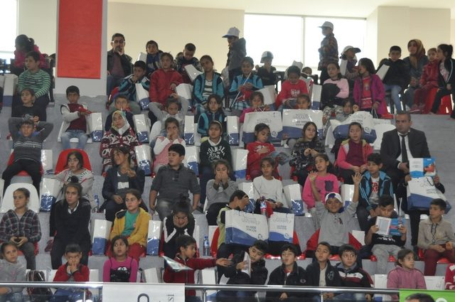 Gaziantep'te 6 bin 300 öğrenciye okul kıyafeti yardımı