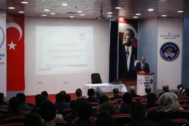Yurt-Kur'da 'kariyer' semineri