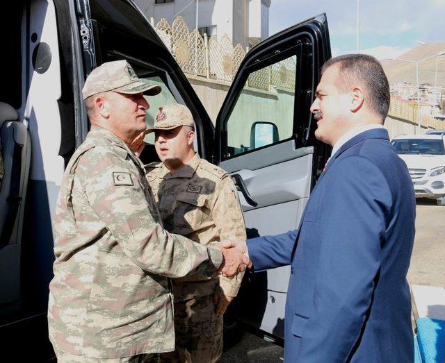 Jandarma Genel Komutanı Orgeneral Çetin, Hakkari Valisi Akbıyık'ı ziyaret etti